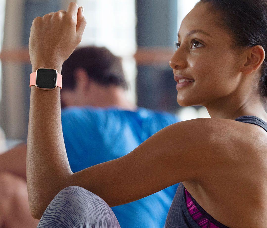 Fitbit Versa Peach Amp Rose Gold Aluminum Smartwatch Fb504rgpk