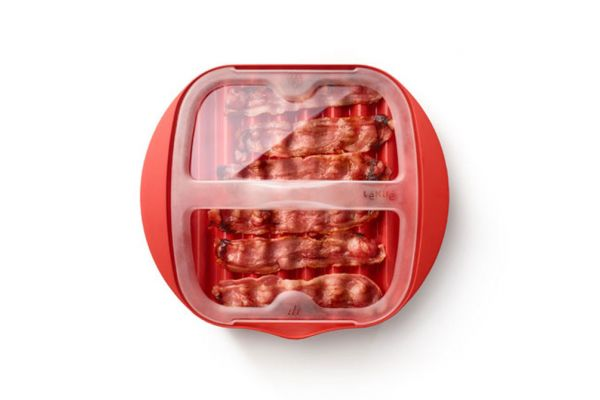 Large image of Lekue Red Microwave Bacon Cooker - 0220250R14M500