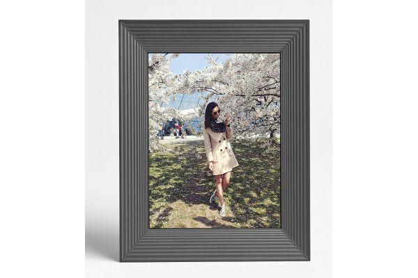 Large image of Aura Graphite Digital Picture Frame - MASON