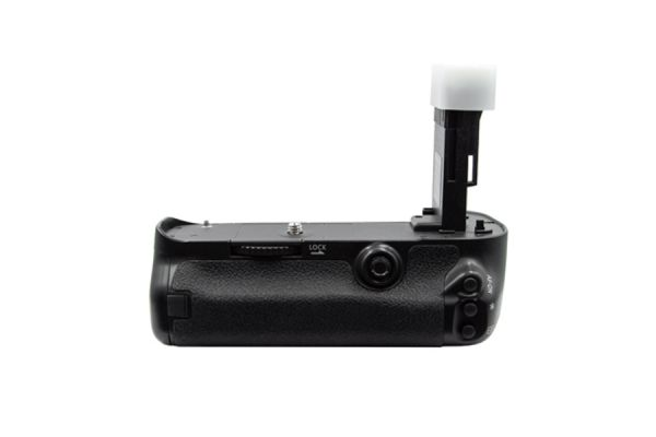 Large image of ProMaster Canon 5D Mark III Vertical Control Power Grip (N) - PRO1641