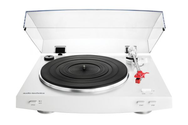Large image of Audio-Technica White Fully Automatic Belt-Drive Stereo Turntable - ATLP3WH