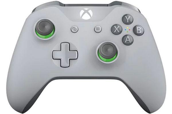 Large image of Microsoft Xbox Grey Wireless Controller - WL3-00060