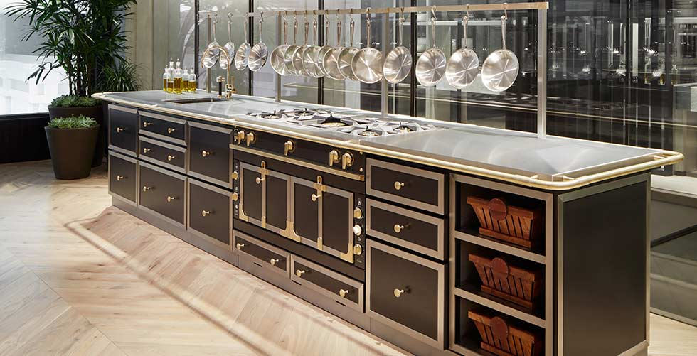 la cornue cooktops gas electric ranges abt. Black Bedroom Furniture Sets. Home Design Ideas