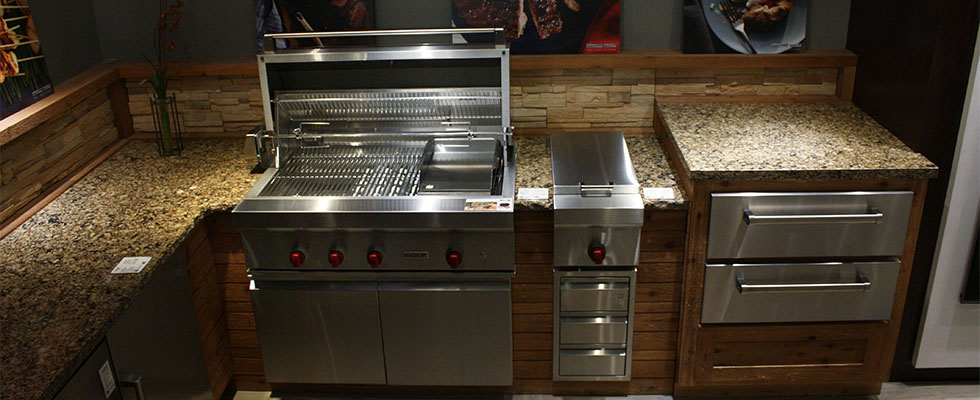 Sub-Zero Wolf Outdoor Kitchen - Close up on built-in grill, beverage center and warming drawers